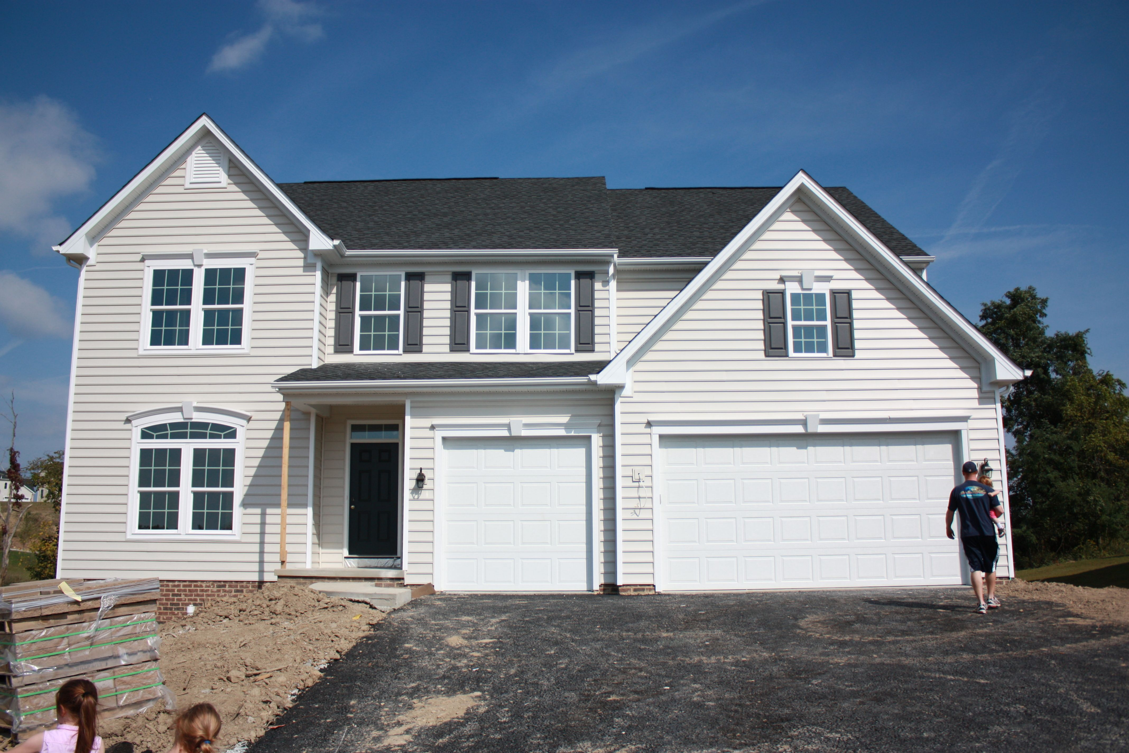 Silver Mist Siding Grizzle Gray Shutters Rockwood Shutter Green Door Outside House Colors House Color Schemes House Exterior