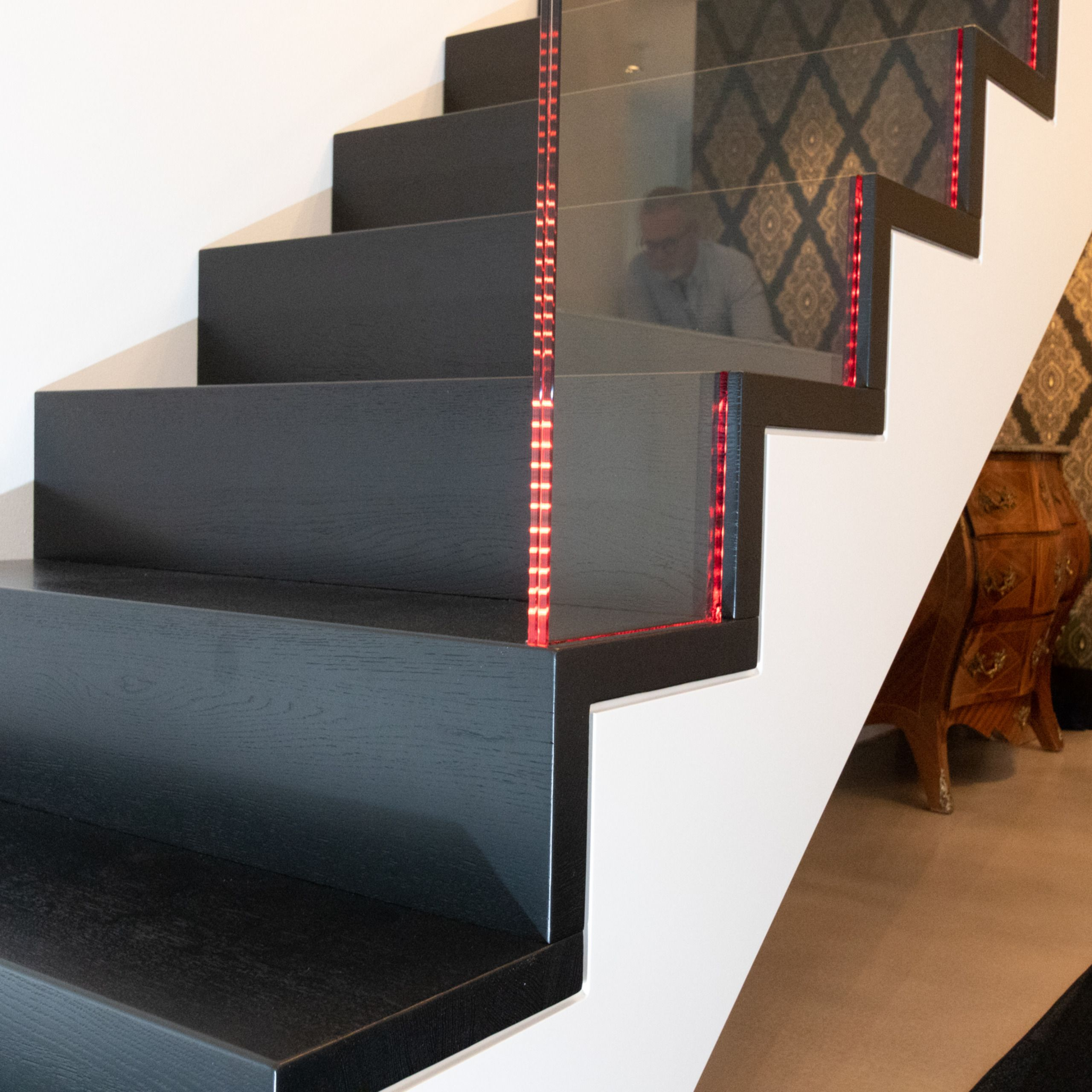 Grosse Glasgelanderscheiben Mit Led Beleuchtung Brustungshohe Glasscheiben Treppe Beleuchtung Zuhause Diy