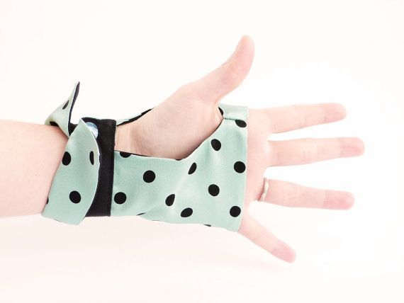 Mint fingerless gloves Black polka dot OOAK by Jye par Joliejye, €49,00