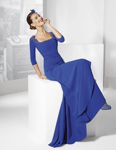 2cdf6536a2 Vestidos de fiesta largo color azul cobalto confeccionado en crep ...