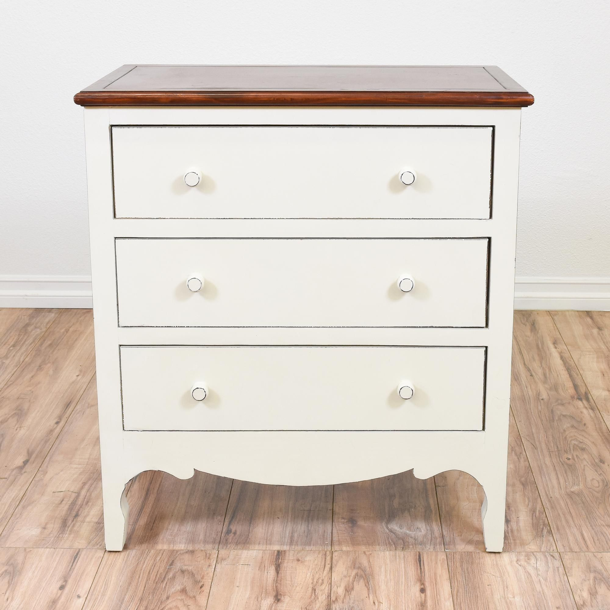 Best This Chest Of Drawers Is Featured In A Solid Wood With A 400 x 300