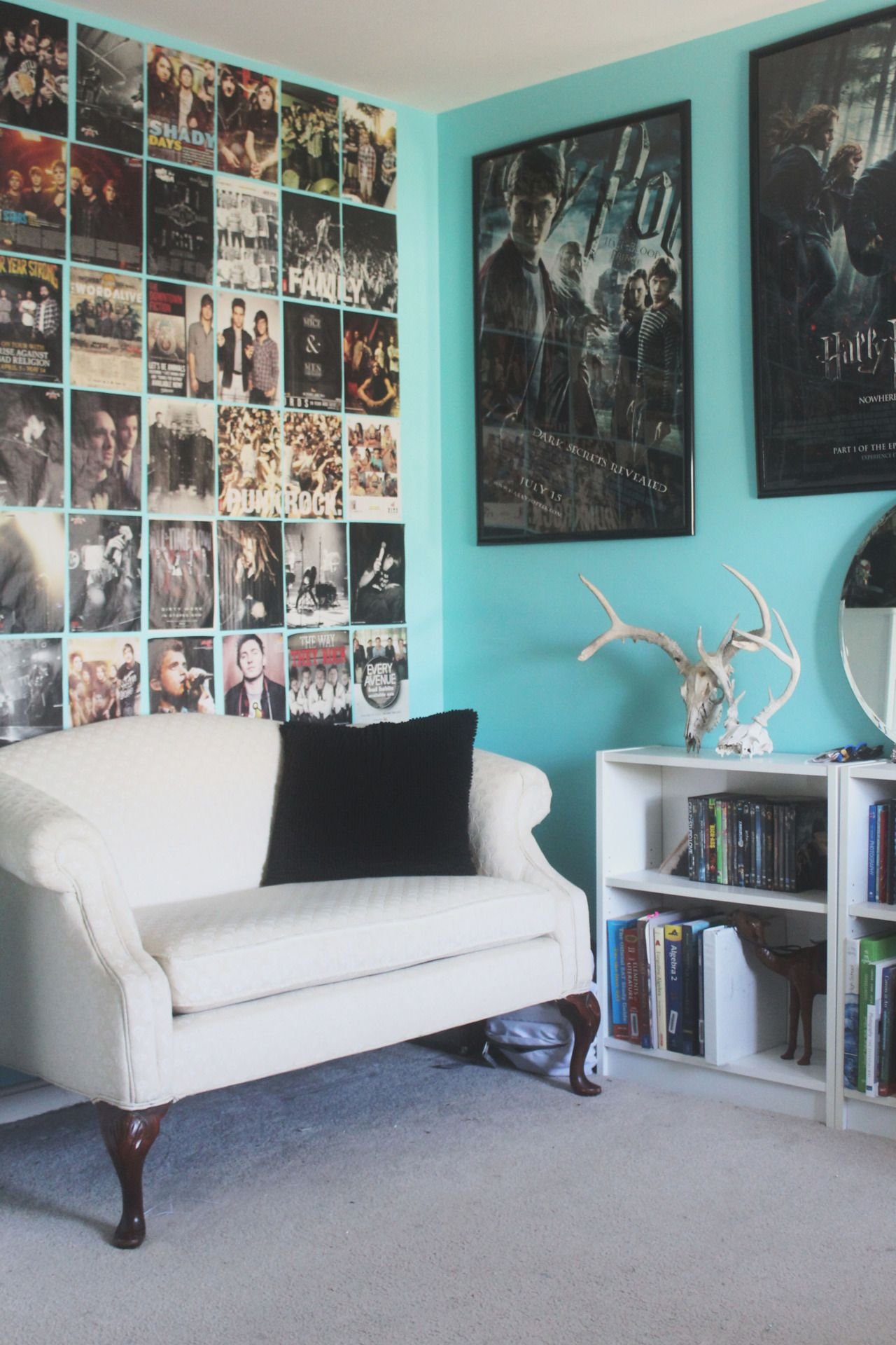 Bedroom wall with posters - If Teenagers Need To Hang Poster On Their Walls Frame Them Or Create An Interesting Display