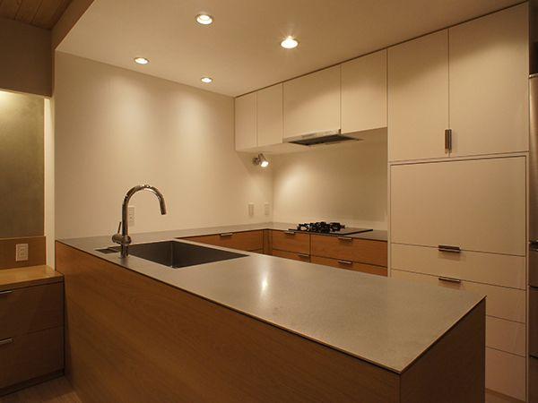ステンレス無垢材のキッチンワークトップ キッチンデザイン