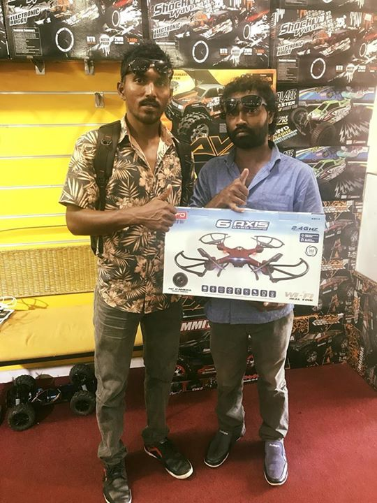 Naufal Suwaid with his friend. He grabbed the cool F181w pfv drone. 🙂 Great selection guys and it was a super deal since it covers 5 year guarantee. Awesome !!! Happy flying. #gadgets #gadget #mobilegadget #mobile #electronics #digital #onlinestore #shopping @onlineshop