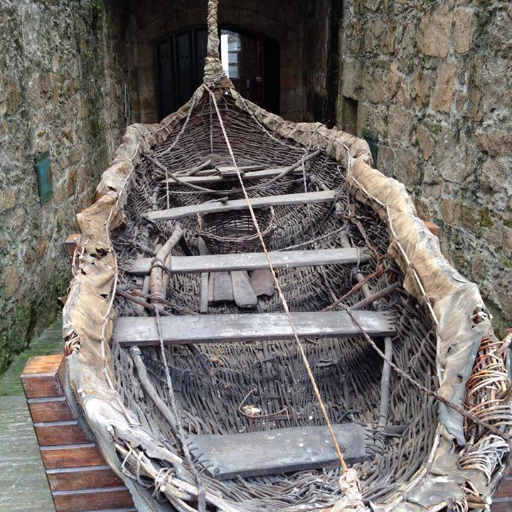 """The """"Breogán"""" was a boat built by Fernando Alonso Romero, following potential models used in the Bronze Age for sailings between Galicia and Ireland. Currently held in the """"Museu Arqueolóxico da Coruña""""."""