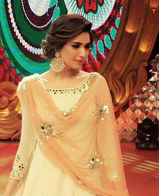 Ladies Hair Style Indian Wedding: Pin By Manasi Lukhe On Hair Styles