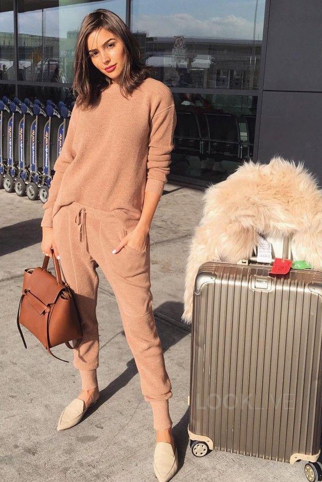 e4a8e1c9c138c Olivia Culpo wearing Céline Small Belt Bag