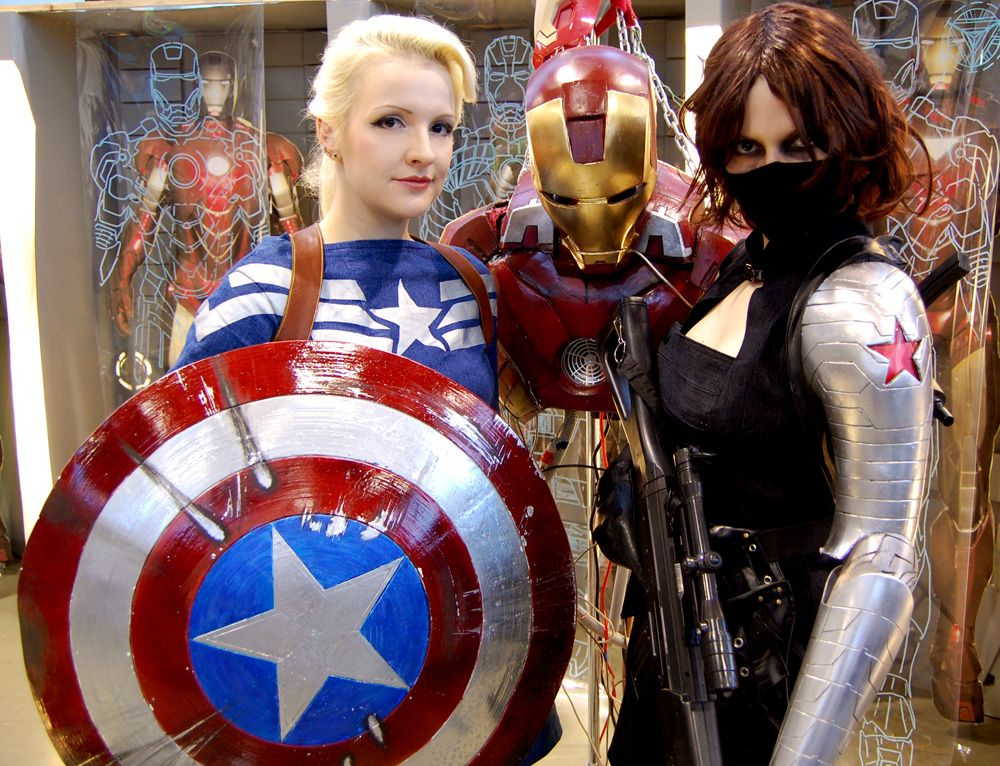Awesome Femme Captain America and Winter Soldier cosplay.  cea4517d0ea6