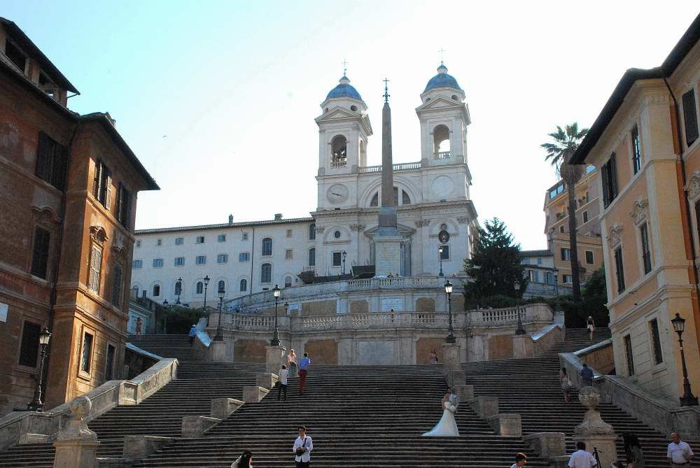 Discover by foot one of top Rome destinations, beyond the beaten path  The Spanish Steps, that Italians call Scalinata of Trinita dei Monti