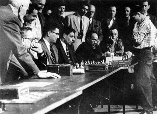 Bobby Fischer Taking On 21 Opponents At Age 13 In A New Jersey