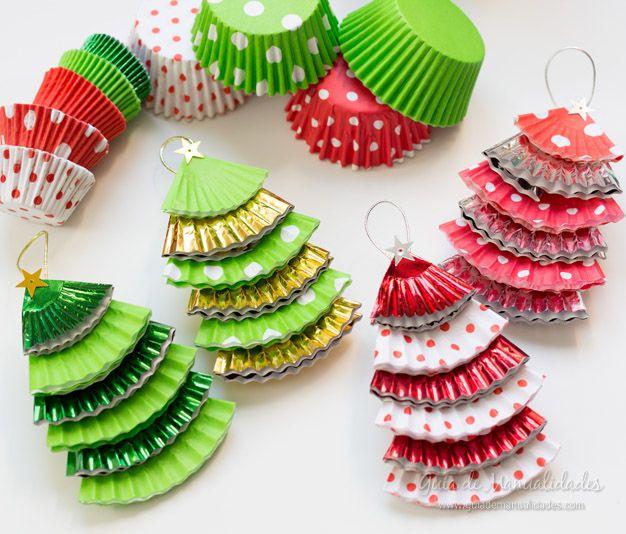 Adornos navide os con moldes de papel para cupcakes - Adornos de navidad con papel ...
