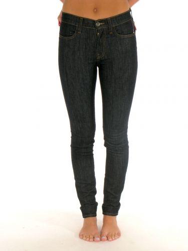 87a8cf2854 Calhoun Highwaist Skinny Fit Denim for women by Vans 78% Cotton 20%  Polyester 2% Elastane Model is wearing a size 03