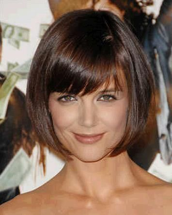 Katie Holmes' bouncy bob is great for young moms and power professionals.