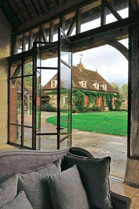Une vieille ferme rénovée avec style, charme et confort moderne ...