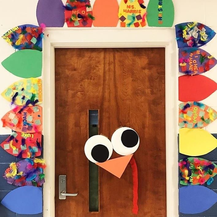 "Kindergarten Lessons & Ideas on Instagram: ""I love this classroom door from @teachingspecialthinkers. Super easy to make, but oh so cute. �: @teachingspecialthinkers #earlycorelearning"""