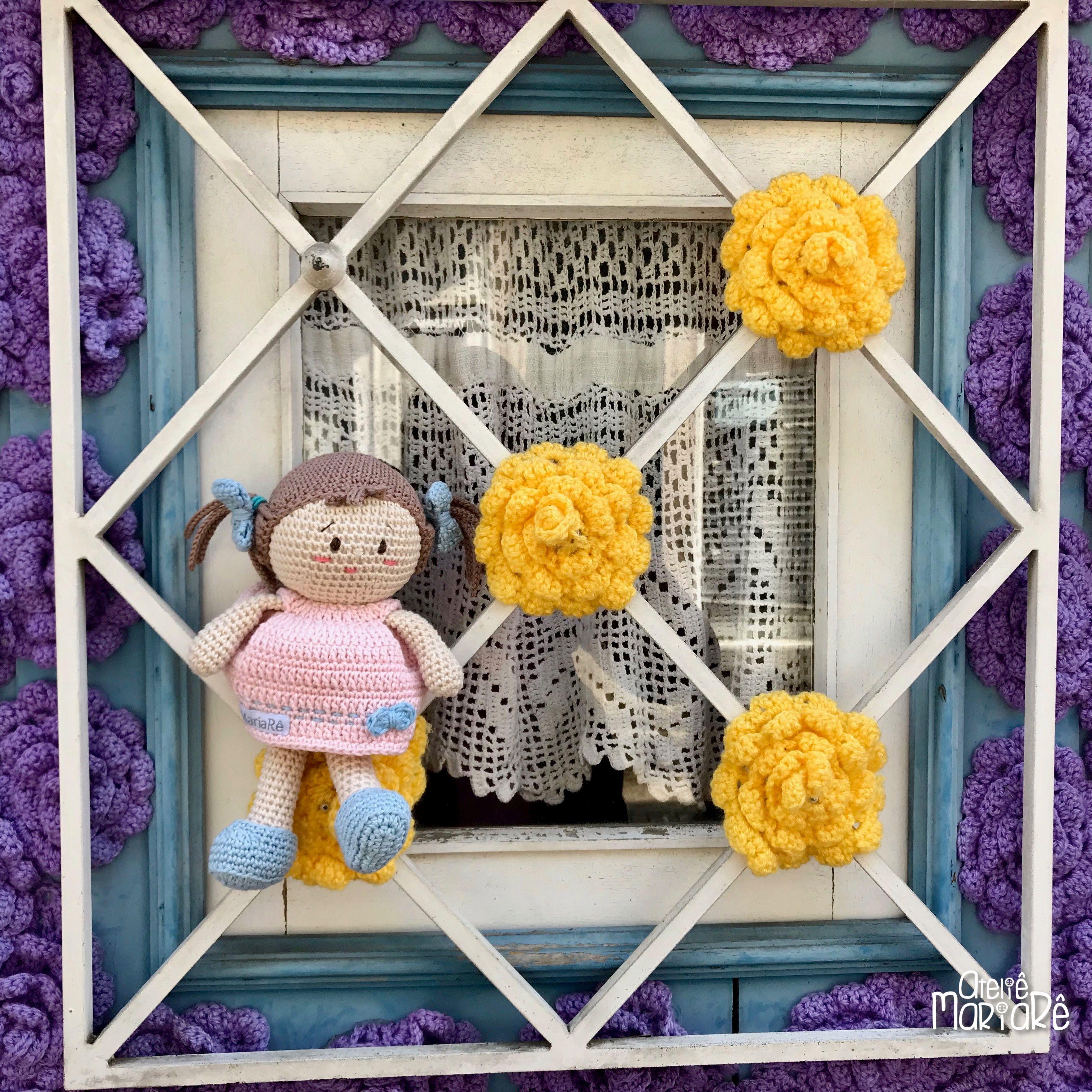 Em Uma Ruazinha De Pedras Muito Simpática Em Vila Nova De Cerveira Me Deparei Com Essa Casa A Parede Da Fren Flores De Crochê Cortinas De Crochê Feito A Mão