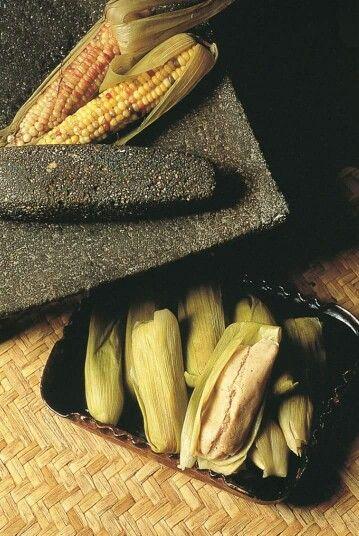 Metate, maiz y tamales de elote