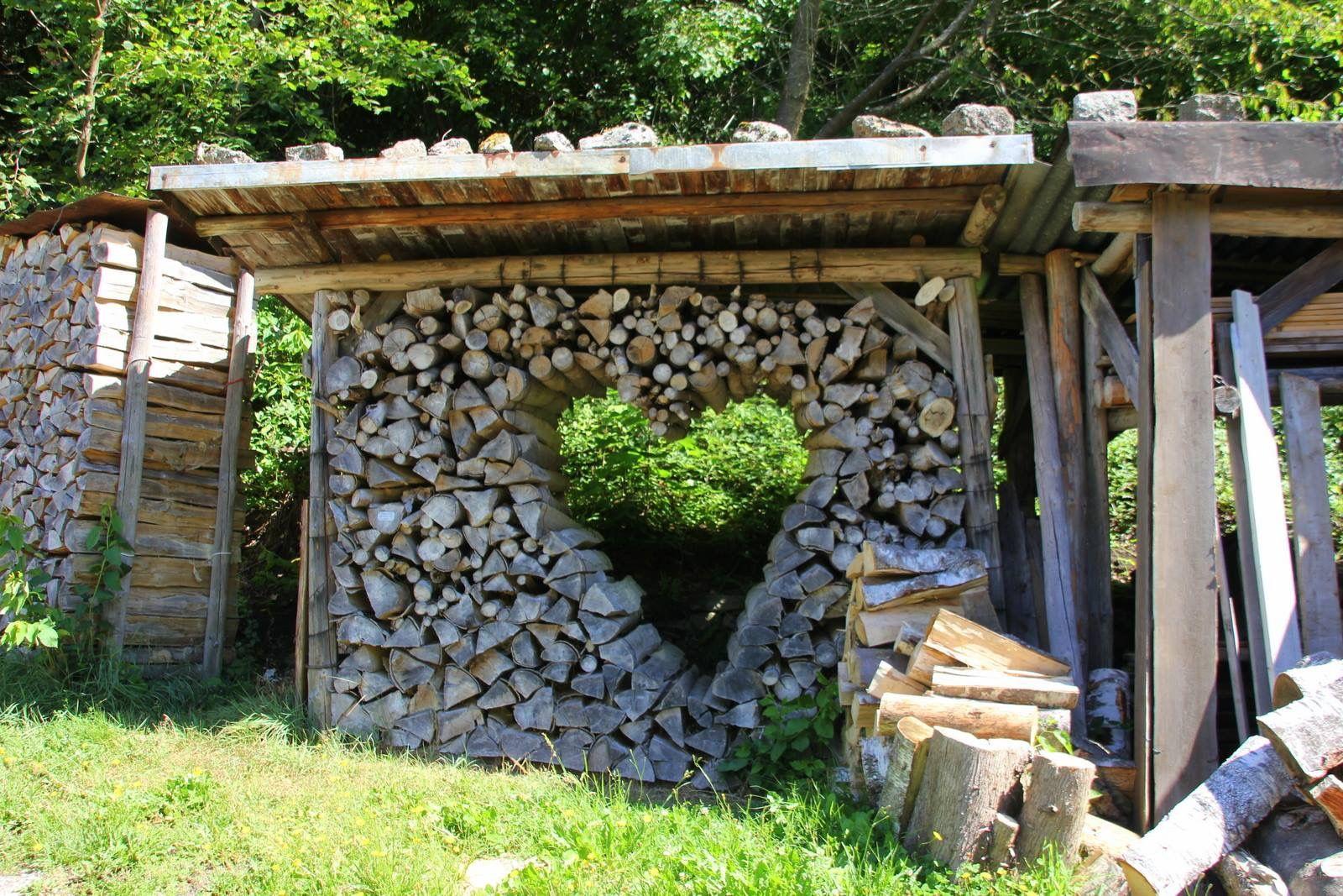 Holzstapel Mit Bildern Holzstapel Gartengestaltung Garten Deko