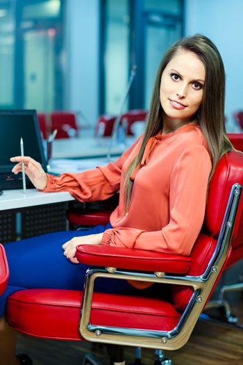 фото девушки на работе в офисе