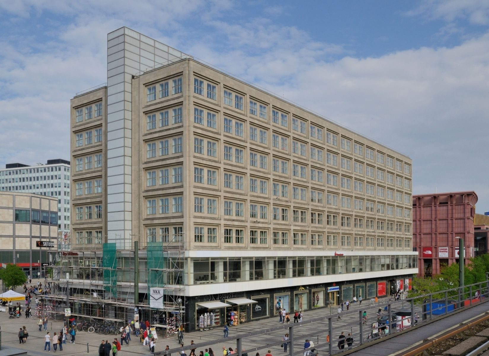 Peter Behrens Das Alexander Und Das Berolinahaus Am Alexanderplatz In Berlin Entstanden 1929 32 Im Zuge Einer Neugestaltung D Peter Behrens Bauhaus Architekt