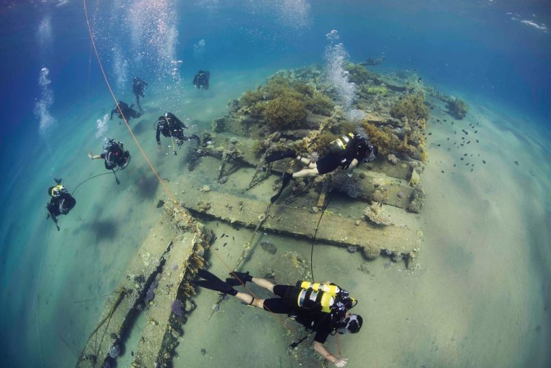 Clearance divers from US Fleet Diving Unit 3 assigned to Task Group 523.3, along with divers from the Royal Naval Force of Jordan, conduct a search dive as part of the International Mine Countermeasures Exercise (IMCMEX) on Oct. 29, 2014. IMCMEX includes navies from 44 countries. DANIEL ROLSTON/U.S. NAVY