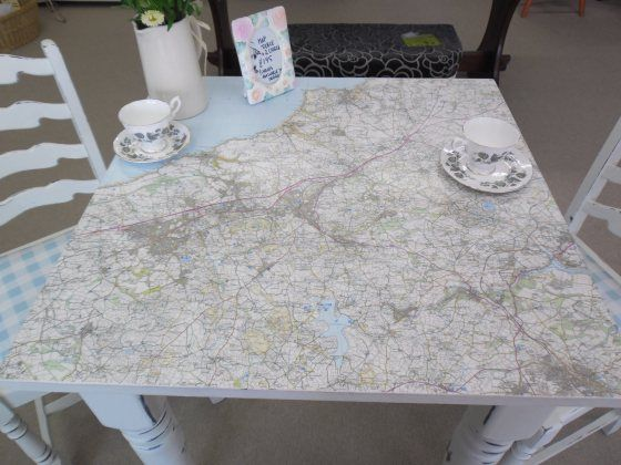 map table with 2 chairs (up)