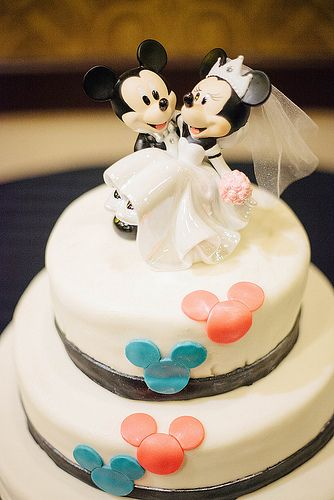 well they did it!!! the perfect Disney fan wedding cake of all time