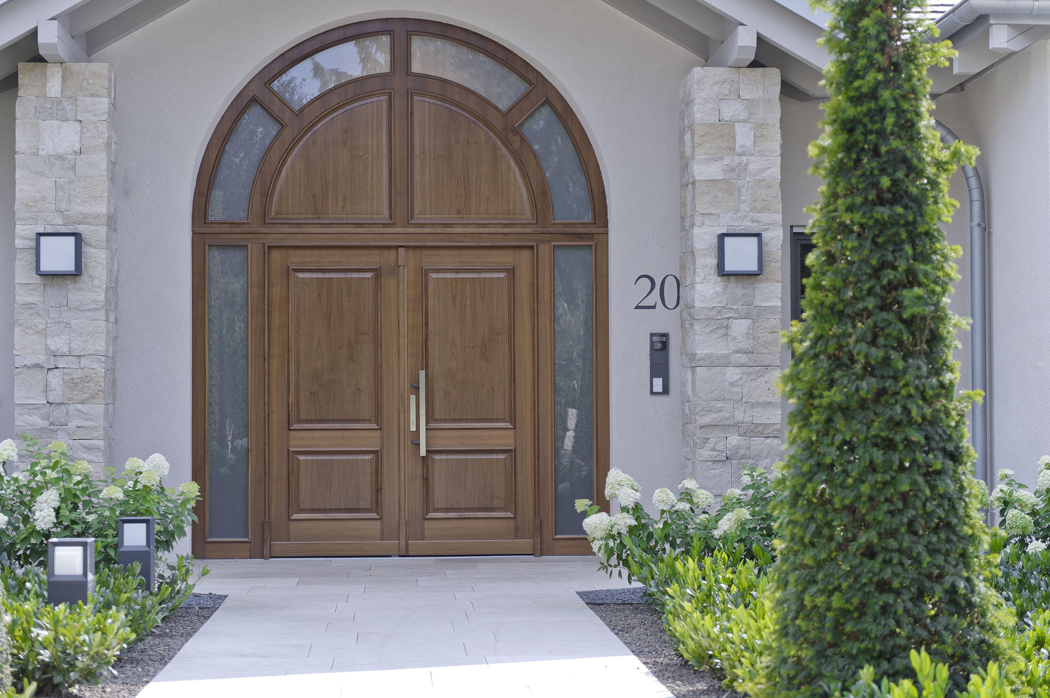 Stilvolle Haustür aus Holz Modell ANTIK mit Segmentbogen