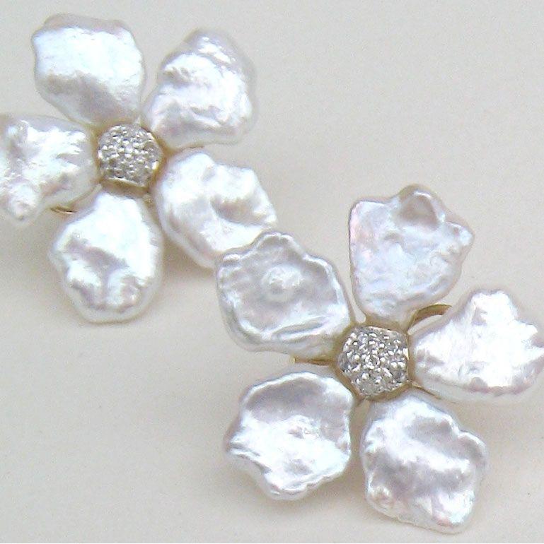 Keshi Pearl Flower Earstuds