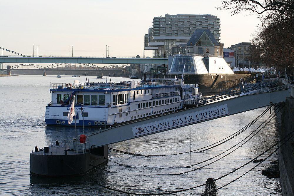 Unter der Deutzer Brücke Richtung Severinsbrücke und Kranhäuser (29.11.2011) (7) von Walter Kleinert