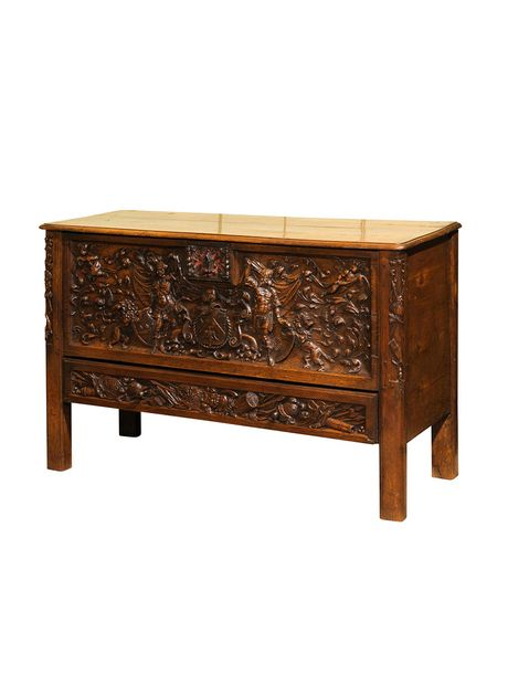 The fabulous carving on this piece has something for everyone. There are lions, knights in armor, weapons, helmets and even cupids in the upper corners. A very skilled craftsman has done this work. It would be great at the food of a bed or between two chairs.    TheHighBoy    #highboystyle #antiquesmakeitbetter #antiques #vintage