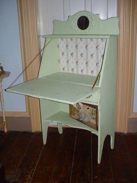 love this vintage desk!
