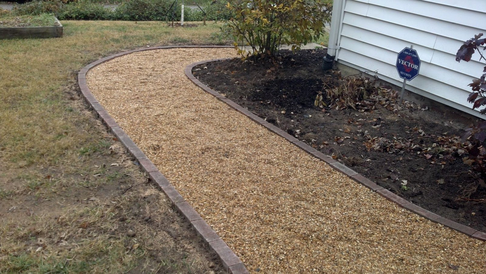 Life time pavers pea gravel patio walkways with brick for Garden driveways designs