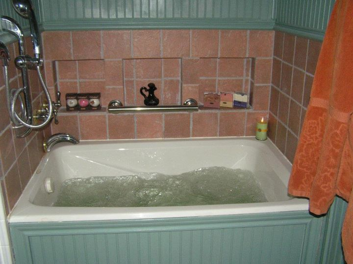 A 4u0027 Soaking Spa Tub (deeper Than The Normal Tub) For A Small