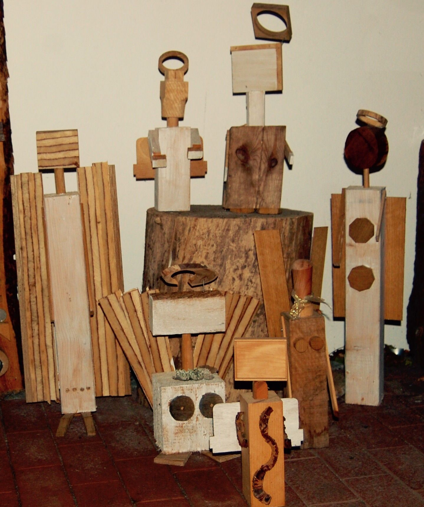 Holzengel als Schutzengel oder Türwächter