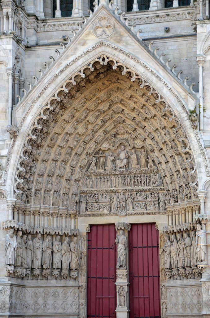 Portail du Jugement dernier.La cathédrale Notre-Dame d'Amiens , la plus vaste de France .by Morio60