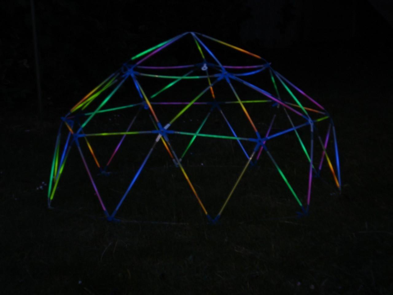 Geodätische Kuppel glühende geodätische kuppel mit strawbees geo kuppel selber machen