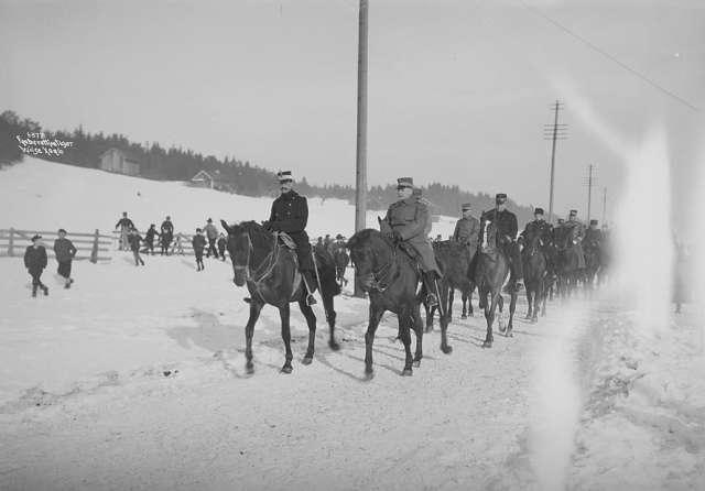 Akershus fylke Skedsmo kommune Lahaugmoen militærleir Kong Haakon VII med staben på vintermanøver 1907 Foto Wilse