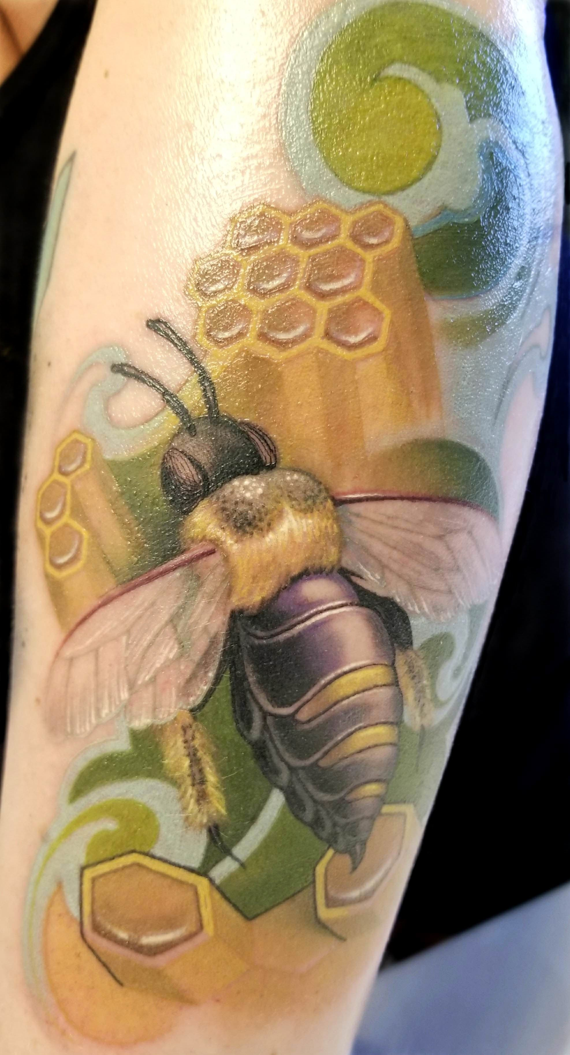 Bee done star of texas art revival tattoo convention by