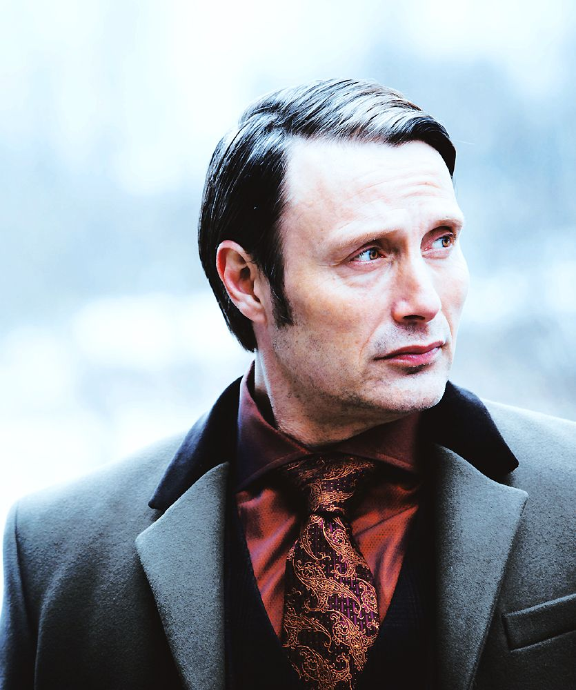 Mads Mikkelsen - Hannibal, Savoureux. SUCH style. I want all of Hannibals prints in dresses and skirts.