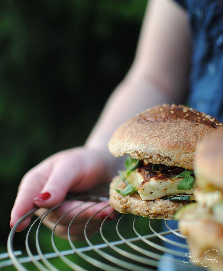 Halloumi Burger mit Grillgemüse
