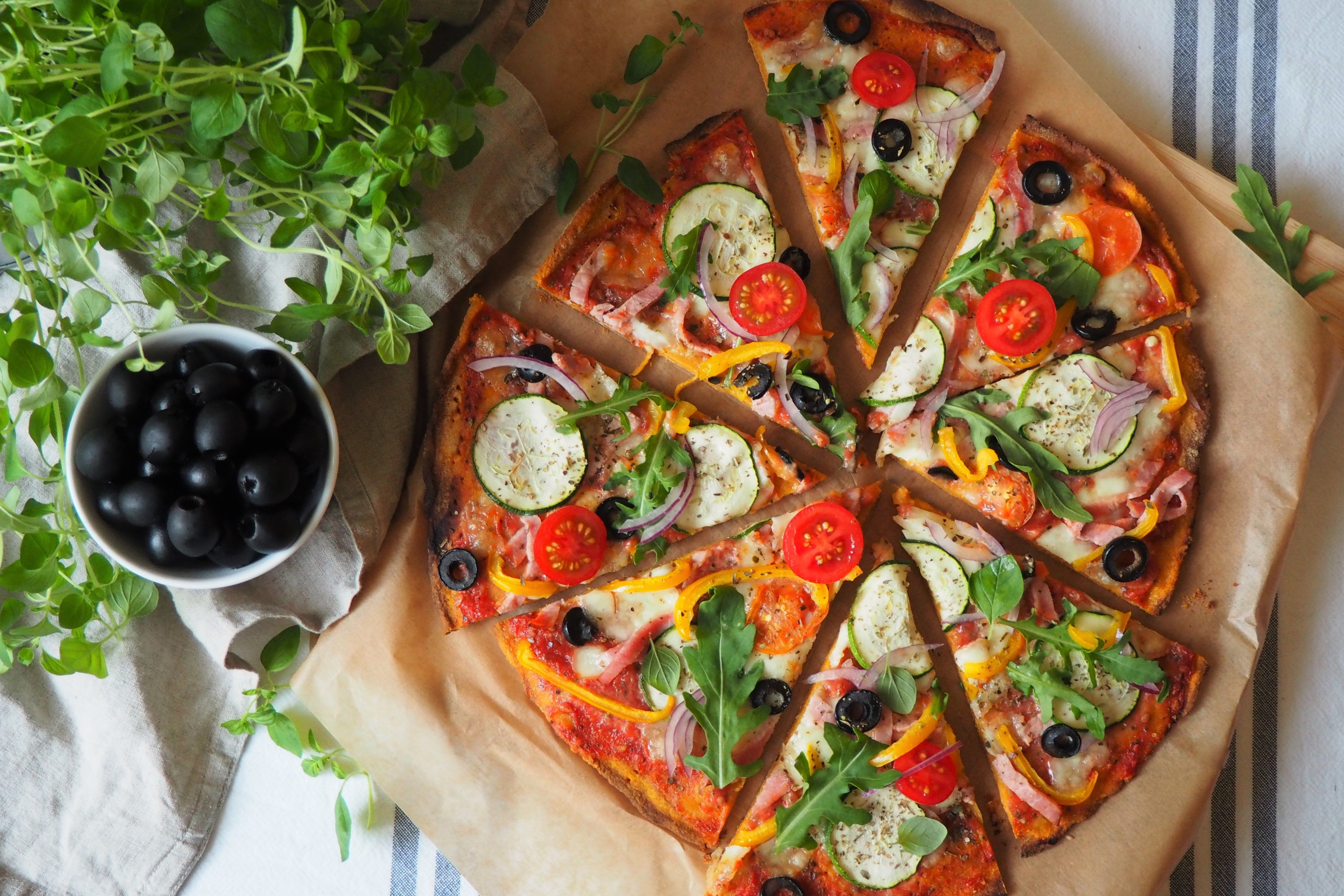 Bezglutenowa Pizza Z Batata I Maki Owsianej To Hit W Mojej Kuchni Poznaj Przepis Na Ta Zdrowa I Pyszna Alternatywe Dla Klasyczne Food Inspiration Food Cooking