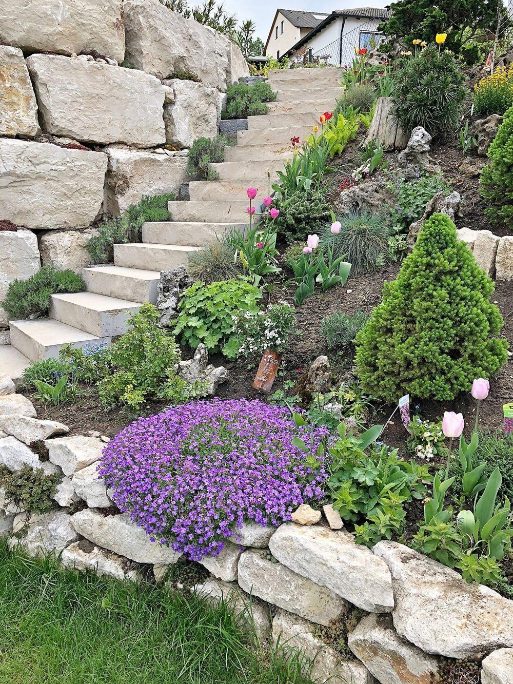 Patiolandscaping Der Garten Im Fruhling Fashion Kitchen Patio Landscaping Ideas Patiodesignssmallyard In 2020 Pool Landscaping Plants Garden Patio Landscaping