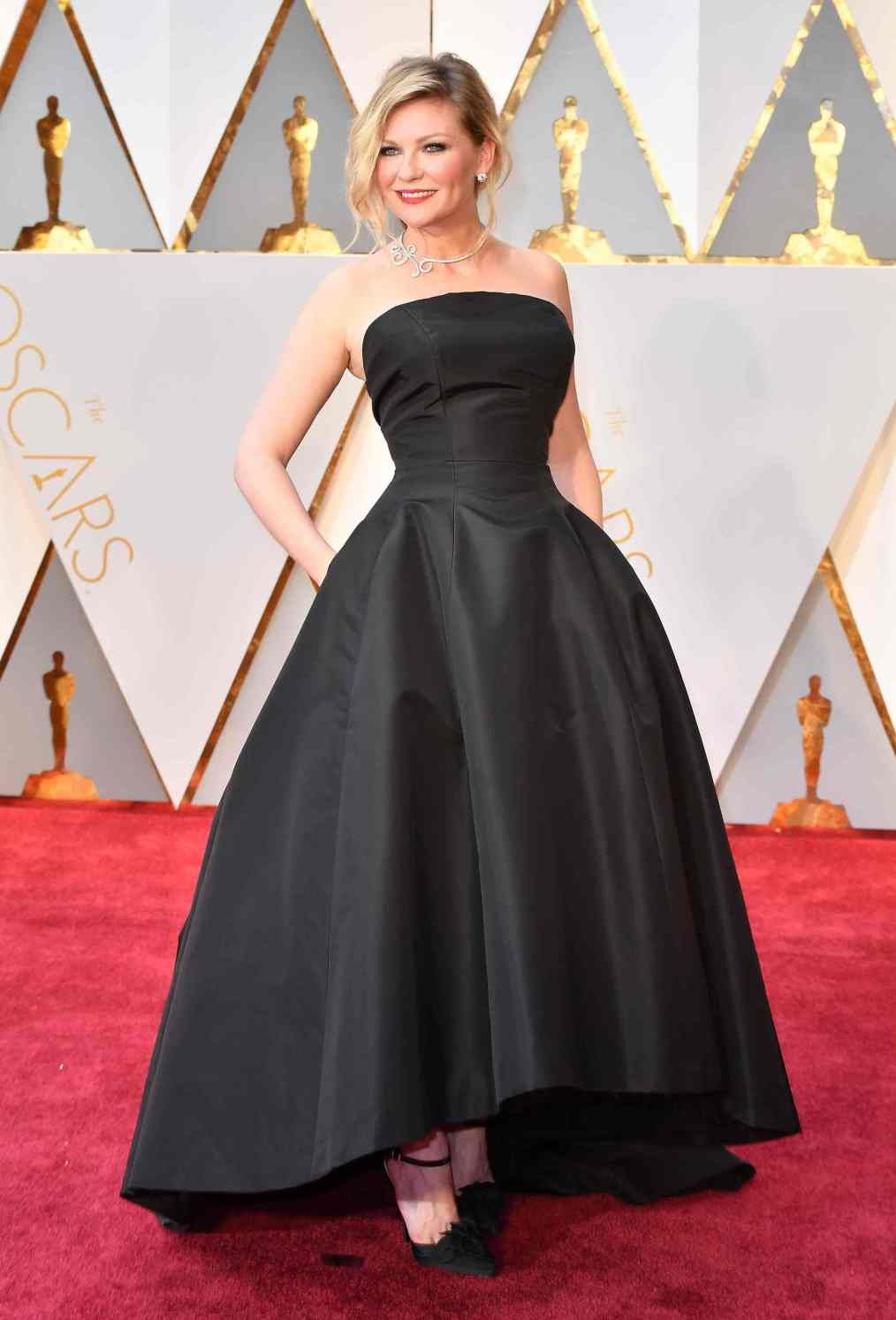 And the oscar for best dressed goes tou oscars kirsten dunst