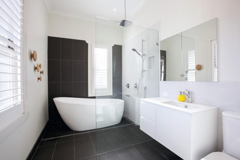 Family bathroom spacious clean simple bright for Easy clean bathroom design