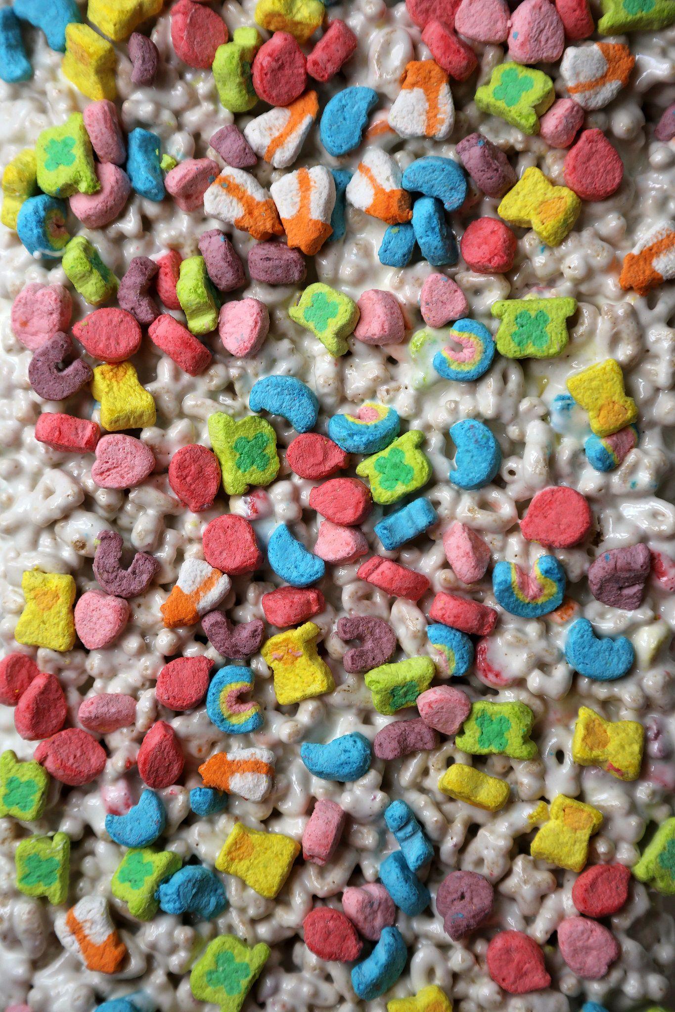 Lucky Charms Marshmallow Treats For Happy Snacking #marshmallowtreats