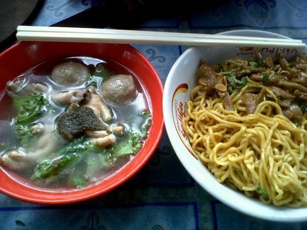 Kuliner Bandung: Mie Yamin Baso Ceker Babat (Mie Abdurahman dpn BCA abdurahman saleh)