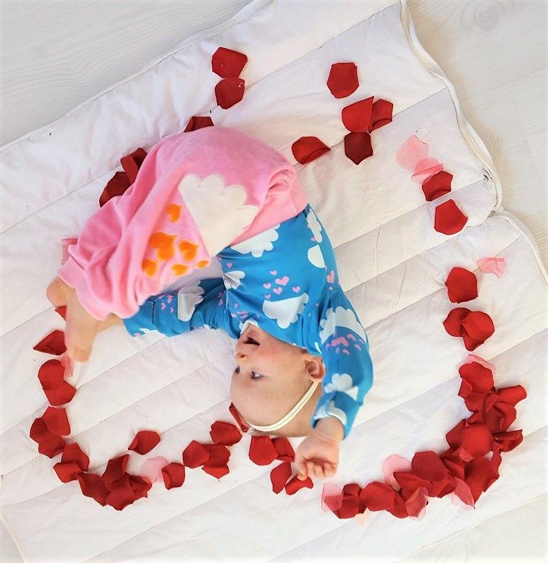 Me & i: raining hearts - Helsinki Dragonfly baby , body , clothing , family , finland , hearts , kevät , me&i , perhe , ruotsalainen , spring , style , sweatpants , swedish , sydän , tyyli , vaatteet , valentines day , vauva , ystävänpäivä