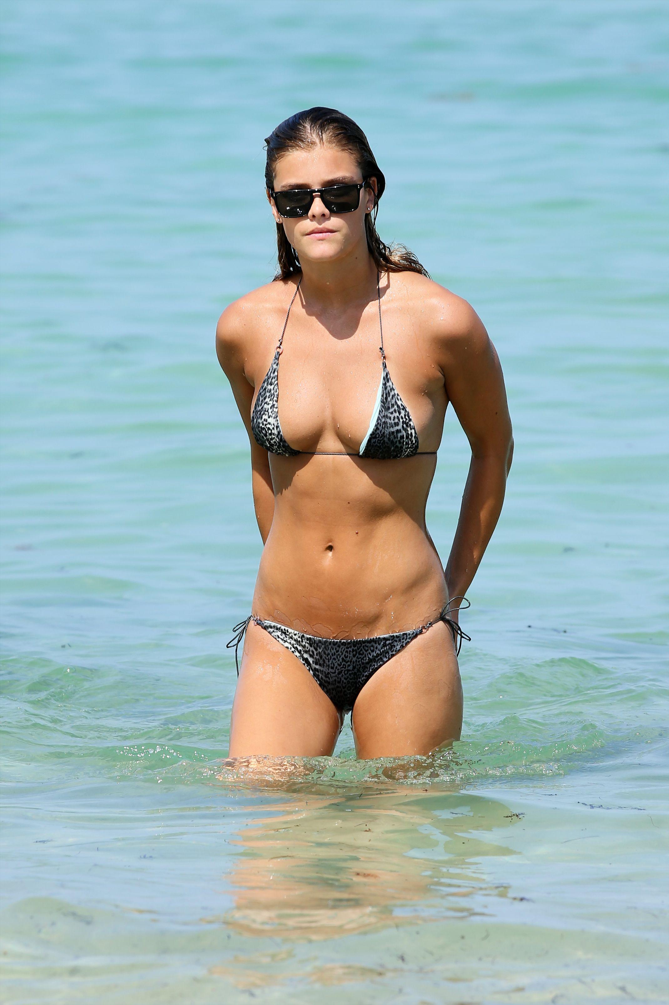 000d8b0b8b769 Celebrity Bikini Bodies, Beach Sessions, Bikini Photos, Bikini Pictures,  Bikini Swimwear,
