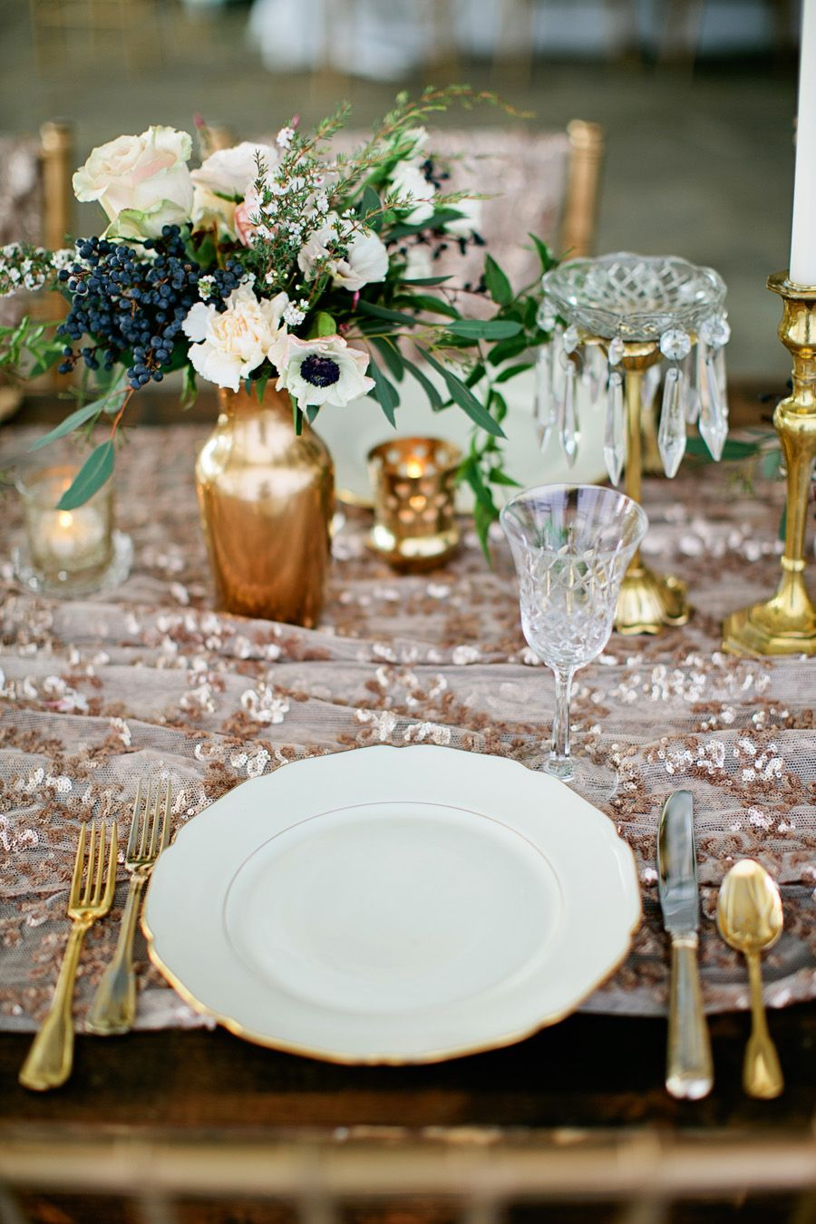 white and gold place setting metallics wedding inspiration rh pinterest com